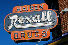 Maiden Rexall Drugs, Williamsburg, KY (Robby Virus) Tags: williamsburg kentucky ky maiden rexall drugs drugstore neon sign signage pharmacy rx drug store business