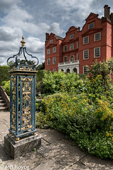 Garden ornament, Kew Palace (jrphotos98) Tags: floweringplants kewgardens kewpalace