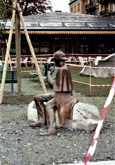 'Homage to Sherlock Holmes' - Meiringen's statue of the great detective, created by John Doubleday and unveiled in 1988 (photo by Jean Upton)