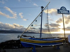 "Restaurante ""La Marinera"" (Miguelángel) Tags: playa beach retaurante marinera barca led sunset restaurant boat pescado fish"