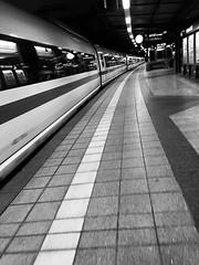 ICE Ausfahrt (Tanja-Milfoil) Tags: bahnsteig impressions hauptbahnhof karlsruhe aufnahme shot iphone milfoil tanja blackwhite schwarzweis blackandwhite station bahn train germany ausfahrt bahnhof ice deutschland