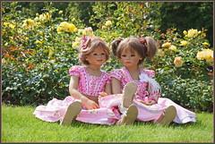 Anne-Moni und Milina ... (Kindergartenkinder) Tags: schlossanholt dolls himstedt annette park kindergartenkinder sommer wasserburg annemoni milina isselburg garten