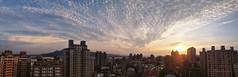 屋頂看夕陽 (Lavender0302) Tags: 夕陽 雲 建築 淡水 新北市 台灣 taiwan sunset clouds hdr