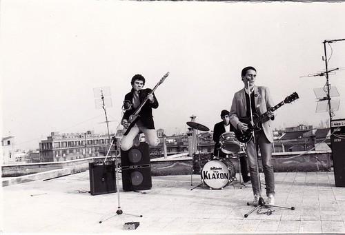 Klaxon 🎸 #punk #rock #1980 #elettritv 🔊 #dalvivo #centocellecityrockers #musica #sottosuolo #music #80 #underground #concerti #italy 🙌 #live #tibervalley #roma #centocelle #italia  📷 ] ;)::\☮/>> http://www.elettrisonanti.