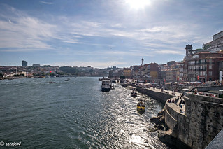 Porto, Portugal — Sunset, desde el Puente Luis I , el río Duero y el centro histórico de la ciudad.