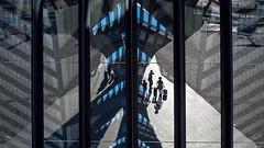 Lyon St Exupéry - Gare SNCF - Départ ou arrivée? (Gilles Daligand) Tags: lyon satolas garetgv aeroportlyonsaintexupery voyageurs reflets vitres depart arrivée olympus omdem5 glasswall departure arrival bahnhof railwaystation