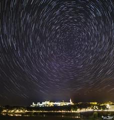 Filé d'étoiles sur le chateau de Chinon (Bruno. Thomé) Tags: pentaxk1 irix15mmf24 filé étoile chateau forteresse chinon france paysage astronomie