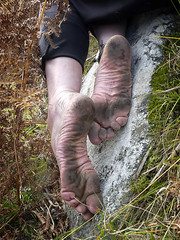 Naturally tough soles (Barefoot Adventurer) Tags: barefoot barefooting barefoothiking barefeet barefooter barefooted barfuss baresoles autumnbarefooting autumn autumnsoles ruggedsoles roughsoles toughsoles healthyfeet happyfeet hardsoles hiking wrinkledsoles anklet naturallytough naturalsoles callousedsoles callouses earthsoles earthing connected toes stainedsoles strongfeet heelcracks arches soles dirtysoles earthstainedsoles earth
