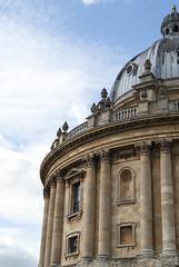 Oxford, United Kingdom (Tiphaine Rolland) Tags: oxford unitedkingdom uk royaumeuni england angleterre gb grandebretagne greatbritain buildings bâtiments coupole cupola université university
