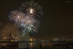 Se apagan las luces, comienza el espectáculo (lesxanes) Tags: fuegosartificiales night fiesta river pyrotechnics city ciudad nocturna avilés