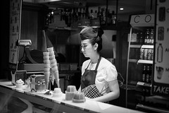 Sweet ice cream (frank.gronau) Tags: sales verkäuferin italien venedig beautiful woman girl frau icecream weis schwarz white black 7 alpha sony gronau frank