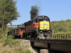 CVSR 4241 Smoking It Up At Brecksville (Chickadee345) Tags: 4241 cuyahoga cvsr ohio brecksville smoke yelllow red black rock alco c424