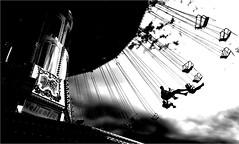 000291 (la_imagen) Tags: seehasenfest friedrichshafen sw bw blackandwhite siyahbeyaz monochrome street streetandsituation sokak streetlife streetphotography strasenfotografieistkeinverbrechen menschen people insan jahrmarkt kirmes karussel