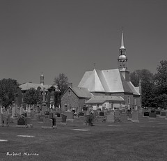 Au coeur de Vaudreuil, Québec (Argentique) / In those day, city organization... (Film) (Pentax_clic) Tags: agfa ventura deluxe 66 solinar argentique film nb bw aout 2017 eglise church stmichel vaudreuil quebec robert warren