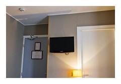 Paris, France (Jordane Prestrot) Tags: jp18946 hôtel hotel chambre room habitación téléviseur tv television télévision télé televisor televisión tele blackhole trounoir agujeronegro jordaneprestrot paris