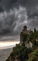 Torre Cesta (fil.nove) Tags: sanmarino torrecesta montetitano castellodellacesta castle secondatorre fratta museodellearmiantiche canong7x weatherphotography badweather storm thunderstorm temporale tempesta clouds cloudscape cloudy nuvole cielonuvoloso nuvoloso rock