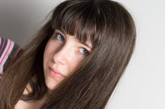 Portrait couleur (phonia20) Tags: fille girl eyes blue hair frange young regard look personne people pentax pentaxart portrait expression
