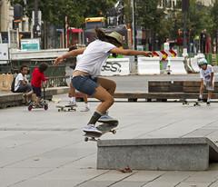 Parijs; Place de la République 3 (Henk Overbeeke Atelier54) Tags: street candid girl paris placedelerépublique skateboard hat longhair