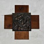 11 - Varengeville-sur-Mer,  Eglise Saint-Valéry - Chemin de croix, Sixième station, Véronique essuie le visage de Jésus thumbnail
