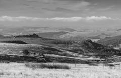 Over Owler Tor (l4ts) Tags: landscape derbyshire peakdistrict darkpeak overowlertor millstoneedge callowbank heather moorland blackwhite stanageedge