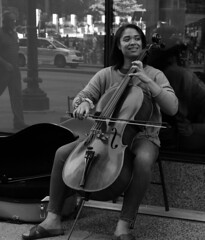 Street Performer - Downtown Chicago - 12 Aug 2017 - 7D II - 146F2 (Andre's Street Photography) Tags: chicago chicagoil ilinois downtown chitown secondcity windycity michiganavenue streetperformer cello cellist string instrument soothingtones soothing tones street straat straatportret streetportrait performer streetphotography streetlife urbanlife metropolis art culture performingarts africanamerican woman concertodistrada fotografiadistrada strasse strada lacalle larue bw bwphotography blackandwhte blackandwhite bn noiretblanc blancoynegro blancoenero zwartwit schwarzweiss photobyandrevanvegten tributetoedvanderelsken dedicatedtodianearbus robertfranksworld vivianmaiersstyle streetphotographyforum streetphotographymagazine chicagostreets chicagocapture chocagoistphotos chicagomagazine chicagojournal chicagotribune dutchstreetphotographer aroundillinois enjoyillinois canon eos eos7dii ef2470mmf4l candid