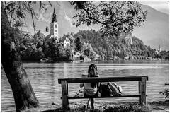 L'inconnue du lac ! (bertranddorel) Tags: femme woman human lac bled slovénie noiretblanc blackandwhite église church paysage landscape ngc banc bench