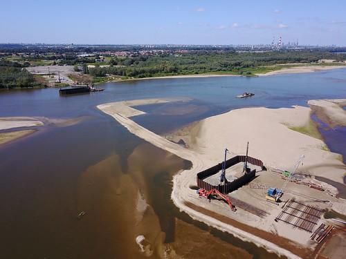 Budowa Mostu Południowego z wschodniego brzegu Wisły (14.08.2017) z powietrza