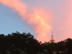 14 de 100 razones por las que me gustan las nubes:  Brillan junto al Empire State (Ester Arrebola Bravo) Tags: empirestate newyork eeuu nubes
