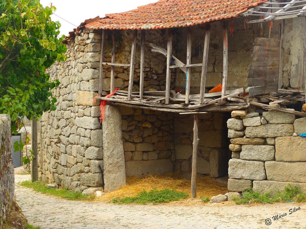 Águas Frias (Chaves) - ... casa ... em ruínas ...