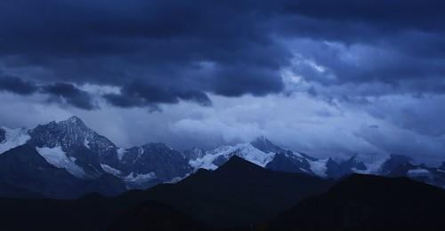 la nuit tombe sur le Val d'Anniviers