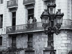 2408  El farol (Ricard Gabarrús) Tags: blancoynegro robado robados escenacallejera street olympus farol faroles ricgaba calle ricardgabarrus