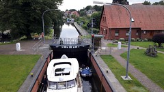 The lock on the canal in Plau-am-See (Sokleine) Tags: mecklenburgvorpommern deutschland germany allemagne building bâtiment écluse lock schleuse redbrick briques plauamsee canal kanal
