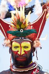 huli portrait fierce (kthustler) Tags: goroka singsing papuanewguinea tribes huliwigmen mudmen