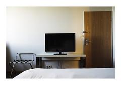 Luxembourg, Luxembourg (Jordane Prestrot) Tags: jp24838 hôtel hotel chambre room habitación téléviseur tv television télévision télé televisor televisión tele blackhole trounoir agujeronegro jordaneprestrot luxembourg