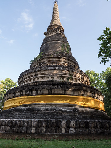 Estupa en el templo Wat Umong Suan Phutthatham, Chiang Mai, Tailandia