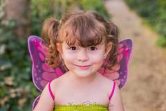 Sonrisa oculta (Lorena Hoyos Fotografía) Tags: kids niños fotografía infantil retrato portrait fairy fairytale hada cuento capricho madrid