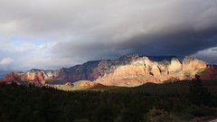 Stormy Sunset (Francoise100) Tags: landschaft sky landscape southwest hiver cliffs winter sunset ombres shadows schatten rouge rot usa berge sturm licht lumière light storm mountains sedona az arizona contraste red ocre strata clouds wolken nuages canyon