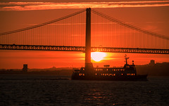 Sunset by the river Tagus (Maria Eklind) Tags: bridge bro color sunset tagusriversunsetcruise street water city portugal river sky cityview himmel solnedgång boat lisbon lissabon marlintours streetview lisboa pt