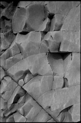 Roche sédimentaire (Franck H) Tags: leica m3 leitz summarit 50mm analogue argentique ilford delta manual 11 20° 12mm matière roche noirblanc nb blackwhite bw negroblanco 35mm 100asa exposure negative 5015 schwarzweis