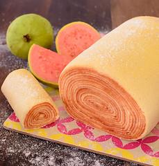 O Rolo do Bolo (fotografia e tratamento de imagem) Tags: gastronomia doces café coffe cake naked goiaba bolo de rolo morango mini bolos doceira