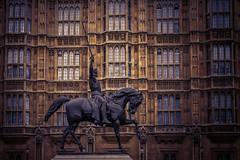 Westminster Palace, Südseite (Roman Achrainer) Tags: westminster palaceofwestminster london grosbritanien england fassade monument statue architektur achrainer