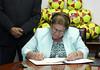 Primera Dama recibe donativo de Fundación Help To Care