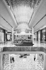 ringwood-8489-bw-ps-w (pw-pix) Tags: roof ceiling curves ribs poles supports seats kisoks shops floor people tiles patterns walls glass signs modern interior shopping shoppingcentre eastland rebuilt refurbished extended updated upgraded bw blackandwhite marrondahhighway ringwood easternsuburbs melbourne victoria australia