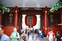 The Thor Gate (雷門) (しまむー) Tags: minolta himatic e rokkor 40mm f17 kodak e100vs 100 walk rainy tokyo