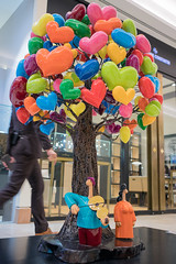 Full of LOVE! (leadin2) Tags: 2017 canon eos m6 efm 22mm f2 stm canonefm22mmf2stm singapore raffles city shopping mall sculpture colors love lovers art