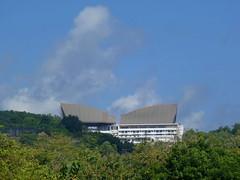 Gedung melengkung (Ya, saya inBaliTimur (using album)) Tags: jimbaran bali building gedung architecture arsitektur hotel
