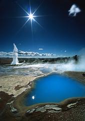 Strokkur - Geysir - Iceland (Frédéric Lefebvre - Landscape photography) Tags: islande iceland southerniceland sun bluesky geysir geyser strokkur cloud steam blue