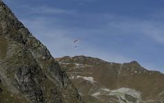 début de la vercofly (bulbocode909) Tags: valais suisse grimentz valdanniviers vercofly montagnes nature parapentistes paysages ciel bleu vert cabanedesbecsdebosson