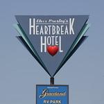 Memphis, Elvis' Graceland Heartbreak Hotel sign thumbnail