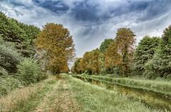 Canal du Berry à Sancoins. (Crilion43) Tags: arbres région canal feuillesfeuillage ciel cher sancoins centre paysages nuages villes